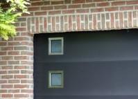 hublot de porte de garage. Black Bedroom Furniture Sets. Home Design Ideas