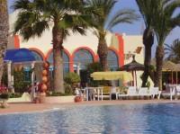 hôtel club avec grande piscine et plage privée