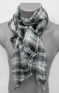 76f3d94ddfe4 Messieurs , pourquoi ne pas choisir un foulard ou une écharpe pour chaque  tenue