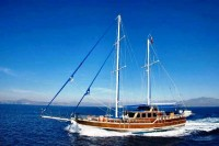 Yacht de construction traditionnelle en bois