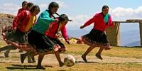 Pérou, village de Churubamaba - Footballeuses Quechua