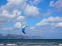 kitesurfer-1090627_640