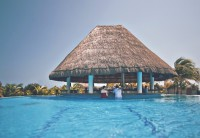 resort-846075_960_720